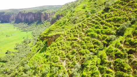 Vista-Aérea-of-cliffs-and-mountains-in-Hell\-s-Gate-National-park-Rift-Valley-Kenya-Africa