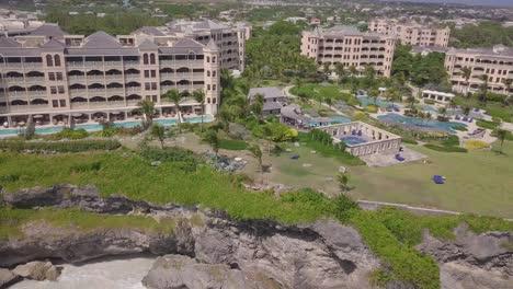 Antena-De-La-Costa-Y-Hoteles-De-Lujo-En-La-Isla-Caribeña-De-Barbados-