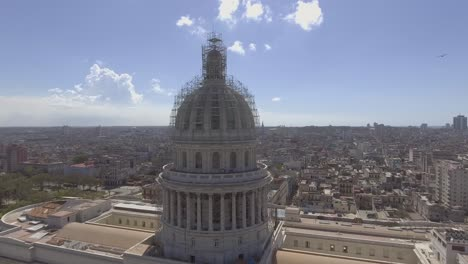 Antenne-Um-Die-Hauptstadtkuppel-Zeigt-Die-Stadt-Havanna-Kuba-2