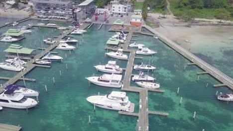 Antena-Sobre-Embarcaciones-De-Recreo-Y-Yates-En-El-Puerto-De-Boca-Chica-República-Dominicana