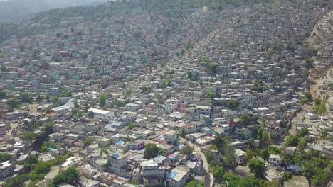 Increíble-Antena-Sobre-Los-Barrios-De-Tugurios-Favela-Y-Barrios-De-Chabolas-En-El-Distrito-De-Cite-Soleil-De-Port-Au-Prince-Haití-2