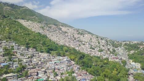 Increíble-Panorámica-Aérea-Sobre-Los-Barrios-De-Tugurios-Favela-Y-Barrios-De-Chabolas-En-El-Distrito-De-Cite-Soleil-De-Port-Au-Prince-Haití