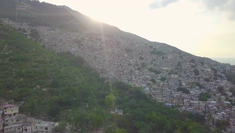 Increíble-Antena-Al-Amanecer-Sobre-Los-Barrios-De-Tugurios-Favela-Y-Barrios-De-Chabolas-En-El-Distrito-De-Cite-Soleil-De-Port-Au-Prince-Haití