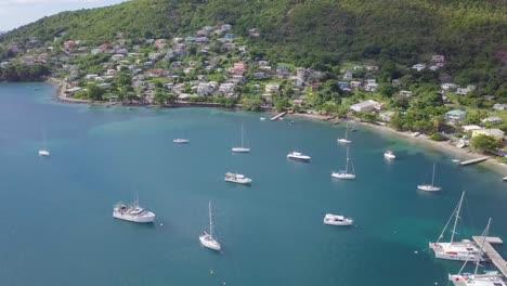Luftaufnahme-Der-Karibischen-Insel-St-Vincent-Mit-Blue-Bay-Yachts-Hotels-Resorts-Eigentumswohnungen-Und-Luxusimmobilien-1