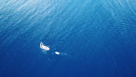 Luftaufnahme-Der-Karibischen-Insel-St-Vincent-Mit-Einem-Wunderschönen-Regenbogen-In-Der-Ferne