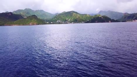 Luftaufnahme-Der-Karibischen-Insel-St-Vincent-Mit-Einem-Schönen-Regenbogen-In-Der-Ferne-1