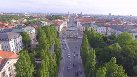 Muy-Buena-Antena-Sobre-El-Arco-De-La-Victoria-De-Siegestor-En-Munich-Baviera-Alemania-1