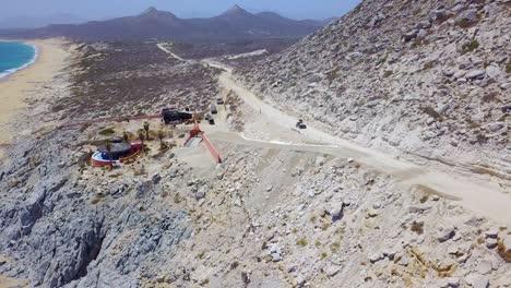 Buena-Antena-De-Un-ATV-Acelerando-En-Un-Camino-De-Tierra-Cerca-De-Cabo-Baja-México