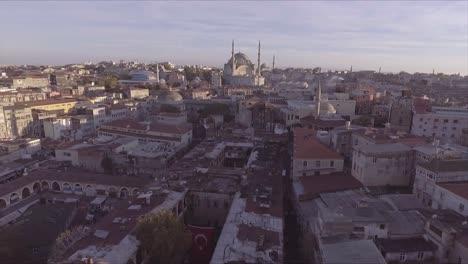 Muy-Buena-Antena-Del-Horizonte-De-La-Ciudad-Vieja-De-Estambul-Turquía-Con-Mezquitas