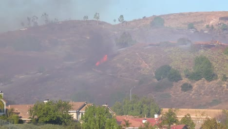 A-Brush-Fire-Burns-Out-Of-Control-During-The-Easy-Fire-Near-Simi-Valley-Los-Angeles-Ventura-County-California-2