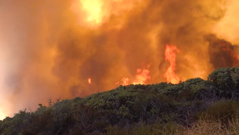 A-Vast-And-Fast-Moving-Wildifre-Burns-As-A-Huge-Brush-Fire-On-The-Hillsides-Of-Southern-California-During-The-Cave-Fire-In-Santa-Barbara-4