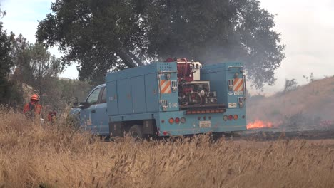 A-Controlled-Prescribed-Wildfire-Is-Overseen-By-A-Firefighter-In-A-Wilderness-Area-In-Santa-Barbara-County-California