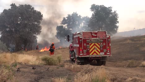 A-Controlled-Prescribed-Wildfire-Is-Overseen-By-A-Firefighter-In-A-Wilderness-Area-In-Santa-Barbara-County-California-1