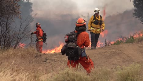 A-Controlled-Prescribed-Wildfire-Is-Overseen-By-A-Firefighter-In-A-Wilderness-Area-In-Santa-Barbara-County-California-2