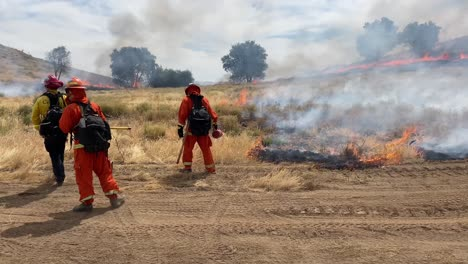 A-Controlled-Prescribed-Wildfire-Is-Overseen-By-A-Firefighter-In-A-Wilderness-Area-In-Santa-Barbara-County-California-3