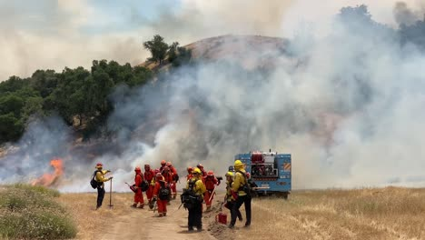 A-Controlled-Prescribed-Wildfire-Is-Overseen-By-A-Firefighter-In-A-Wilderness-Area-In-Santa-Barbara-County-California-4