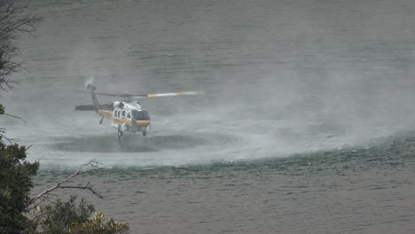 Helicopter-Refilling-Water-Drop-After-A-Brushfire-Holser-Fire-Burns-A-Hillside-Near-Lake-Piru-California-3