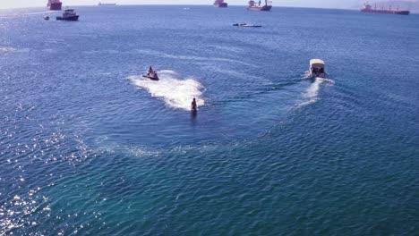 Antenne-Eines-Mannes-Flyboarding-Im-Roten-Meer-In-Der-Nähe-Von-Aqaba-Jordan