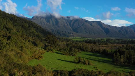 Aerial-Over-Mountains-And-Grasslands-In-The-South-Island-Of-New-Zealand