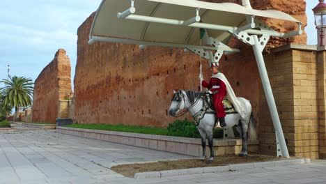 Tourists-Walk-Into-An-Ancient-City-In-Morocco-Guarded-By-Traditional-Moroccan-Horsemen-1