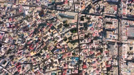 Bonita-Y-Colorida-Antena-De-Arriba-Hacia-Abajo-Sobre-La-Antigua-Ciudad-De-Essaouira-Marruecos-Con-Murallas-Y-Medina-2
