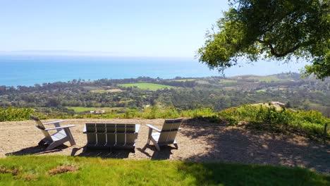 Antena-Sobre-Muebles-De-Exterior-Y-Vista-De-Carpinteria-California-Y-El-Establecimiento-De-La-Costa-De-Santa-Bárbara-Debajo