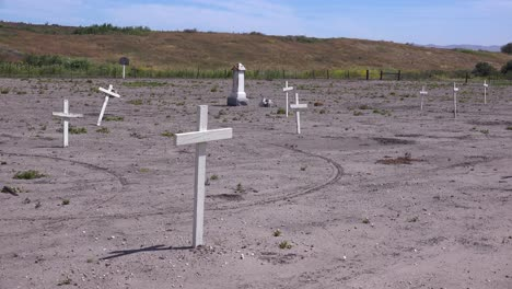 The-Graves-Of-Unknown-Mexican-Immigrant-Hispanic-Farm-Workers-Are-Marked-By-Crosses-In-A-Graveyard-Cemetery-Near-Guadeloupe-2