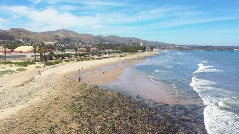 Vista-Aérea-Over-Surfer\-S-Point-With-City-Of-Ventura-California-Shore-And-Beach-Near-The-Ventura-Río-Background