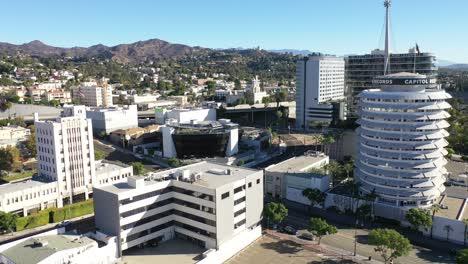 La-Antena-De-Las-Colinas-De-Hollywood-Incluye-El-Edificio-Capitol-Records-El-Observatorio-Del-Parque-Griffith-Y-La-Autopista-De-Hollywood-