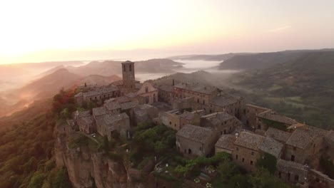 An-Vista-Aérea-View-Shows-Civita-Di-Bagnoregio-Italy-At-Sunset-2