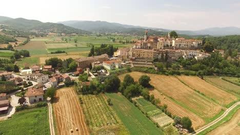 Una-Vista-Aérea-Muestra-Saturnia-Italia