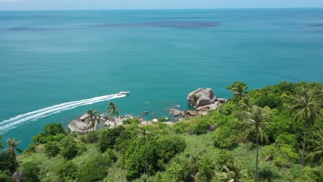 An-Vista-Aérea-View-Shows-A-Motorboat-Skirting-The-Koh-Phangan-Islands-In-Thailand