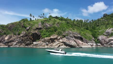 Tourists-Drive-A-Motorboat-Off-The-Koh-Phangan-Islands-In-Thailand
