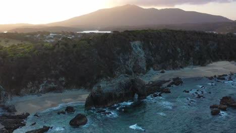 Una-Excelente-Vista-Aérea-De-Horse-Head-Rock-En-La-Playa-En-Nueva-Gales-Del-Sur-Australia-1