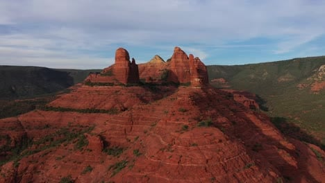 Beautiful-aerial-establishing-of-the-mountains-and-buttes-of-Sedona-Arizona