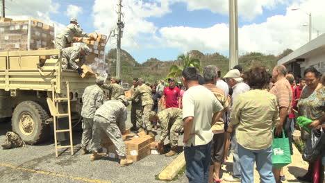Las-Agencias-De-Ayuda-Estadounidenses-Entregan-Agua-Y-Suministros-De-Socorro-A-Las-Víctimas-Del-Huracán-María-En-Puerto-Rico-2