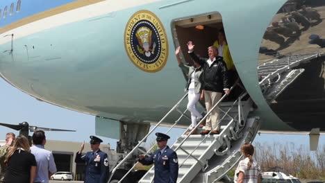 El-Presidente-Trump-Y-La-Primera-Dama-Visitan-Puerto-Rico-Después-De-La-Destrucción-Del-Huracán-María