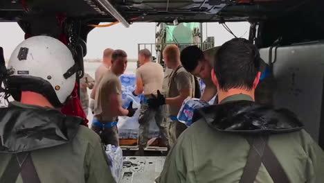 Wasser-Und-Hilfsgüter-Werden-Von-Den-US-Hilfsorganisationen-An-Die-Opfer-Des-Hurrikans-Maria-In-Puerto-Rico-Geliefert-9