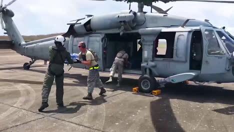 Las-Agencias-De-Ayuda-Estadounidenses-Entregan-Agua-Y-Suministros-De-Socorro-A-Las-Víctimas-Del-Huracán-María-En-Puerto-Rico-11