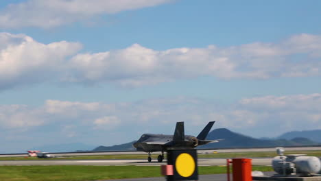 F35B-Relámpago-Ii-Aircraft-Take-Off-From-A-Runway-In-Japón-In-Response-To-A-North-Korea-Missile-Launch