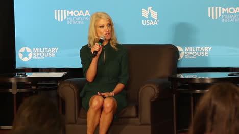 Kellyanne-Conway-Habla-En-Una-Reunión-De-Mujeres-Militares-En-2017