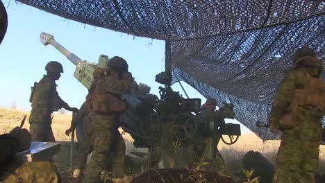 Soldiers-Fire-Artillery-In-Battle-On-The-Battlefield