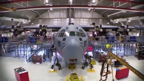 Time-Lapse-Of-C130-Hercules-Military-Avión-In-A-Hangar-For-Maintenance