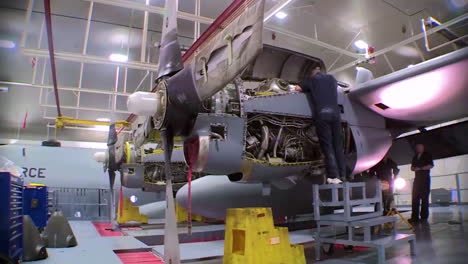Time-Lapse-Of-C130-Hercules-Military-Avión-In-A-Hangar-For-Maintenance-3