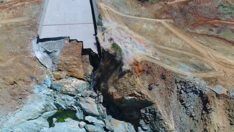 Vista-Aérea-Over-A-Dynamite-Explosión-Clearing-A-Water-Channel-At-The-Oroville-Dam-Spillway-Reconstruction-Project-1