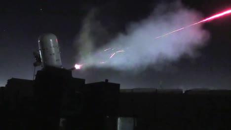 Los-Miembros-De-Raytheon-Prueban-El-Fuego-De-Un-Sistema-De-Armas-Cram-En-El-Aeródromo-De-Kandahar-Afganistán