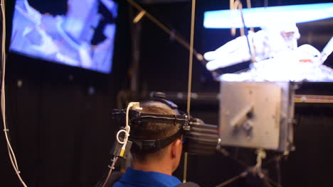 An-Army-Astronaut-Uses-Virtual-Reality-To-Train-For-Operations-He-May-Need-To-Perform-On-The-International-Space-Station