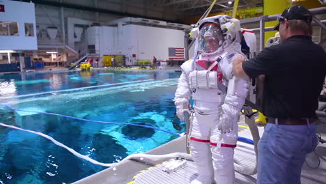 An-Astronaut-Is-Submerged-In-A-Special-Swimming-Pool-For-Training-That-While-Simulate-Working-In-Zero-Gravity