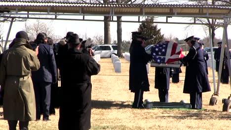 El-Ataúd-Del-Teniente-General-Daniel-James-Es-Llevado-A-Su-Cementerio-En-Arlington