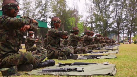 Thai-Marines-Reassemble-Their-Rifles-While-Blindfolded